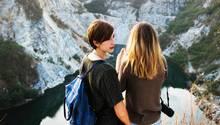 Zwei Freundinnen auf Reisen.