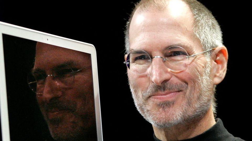 Steve Jobs zeigte im Januar 2008 das erste Macbook Air