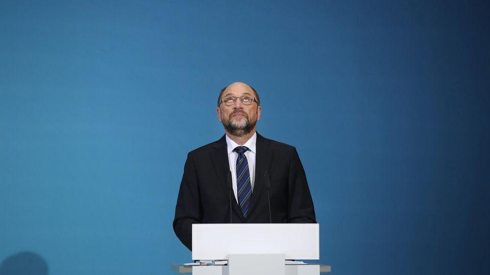 SPD-Chef Martin Schulz blickt nach oben.