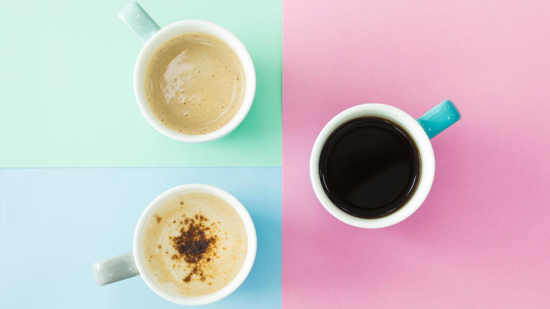 Kaffee  Der Gedanke an Kaffee aufs Zimmer zu bestellen, ist nicht verwerflich. Aber denken wir einen Moment darüber nach: Filterkaffee, der vom Personal gebracht wird, steht vermutlich schon Stunden in der Kaffeemaschine. Deshalb sollte man sich seinen Kaffee lieber selber zubereiten. Mit dem Wasserkessel im Zimmer. Auch wenn man dafür das Bett verlassen muss.