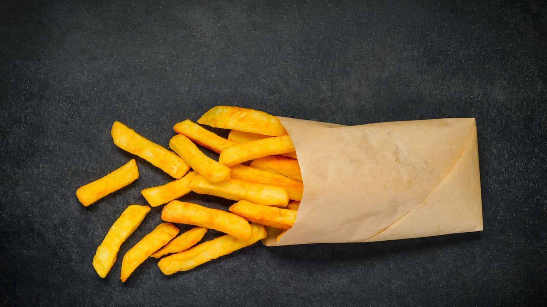 Frittiertes  Pommes frites sind gar keine gute Idee. Sind sie zu Anfang noch kross und warm, enden sie auf dem Teller im Bett vermutlich kalt, matschig und fahl.