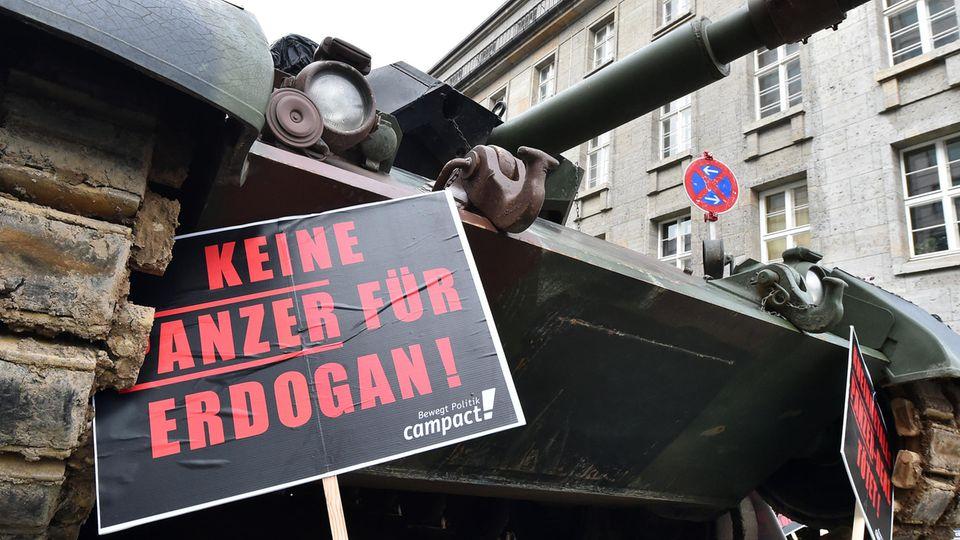 Protest gegen Rheinmetall Rüstungsexporte