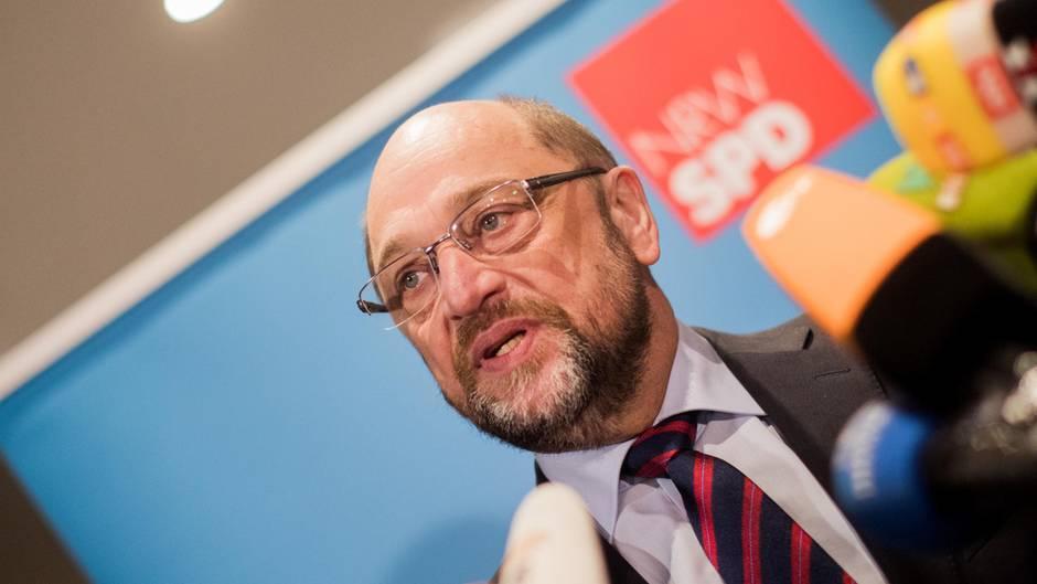 Martin Schulz am Dienstag in Düsseldorf. Der SPD-Chef warb bei den rheinischen Delegierten des SPD-Bundesparteitags, der am kommenden Sonntag in Bonn stattfindet, für Koalitionsverhandlungen.