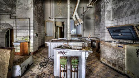 """FDGB-Heim """"Max Niklas""""  Arbeitsplatz Großküche: Hier sorgte sich das Küchen-Brigade um das liebliche wohl der Gäste."""
