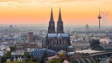 In Köln sind große Firmen wie Rewe, Ford und Lanxess zu Hause. Gesucht werden laut Stepstone insbesondere Finanzspezialisten, Marketingexperten und Vertriebler.  Fachkräftenachfrage/monatliche Stellenanzeigen je 100.000 Einwohner:745