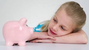 Fünfjährige muss ihrer Mutter wöchentlich Miete zahlen