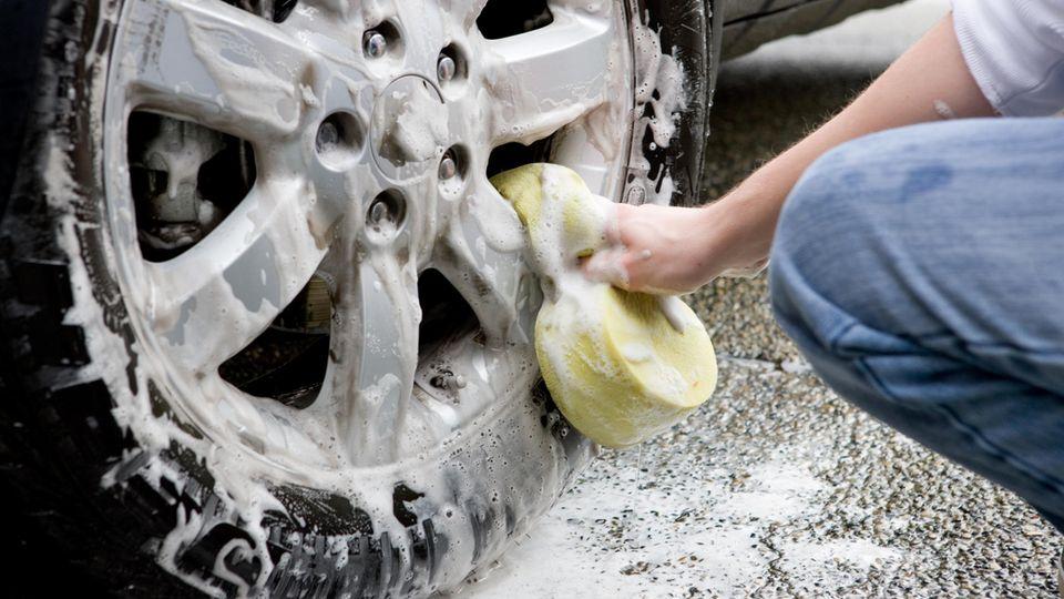 Ohne Fleiß kein Glanz - Felgenpflege kostet Zeit und strengt an.