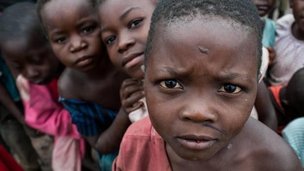 Kinder in einem Flüchtlingsdorf im Kongo