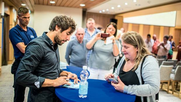 Max Giesinger beim Meet and Greet