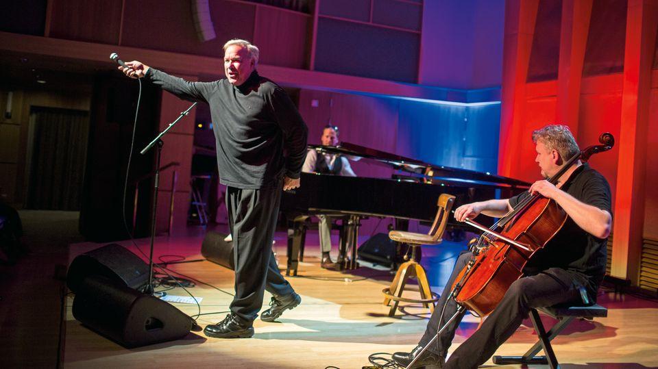 Showtime: Stefan Gwildis und Band begeistern das Publikum im Klanghaus