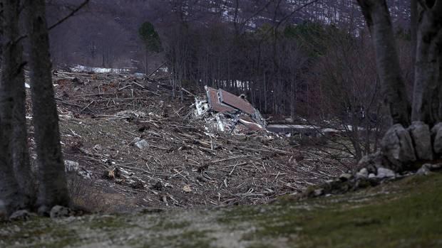 Blick auf die Trümmer des Rigopiano Hotels