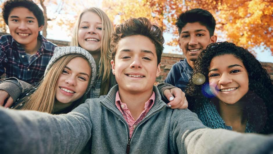 Freunde, Ausbildung, feste Partner: In der Jugend werden wichtige Weichen für das spätere Leben gelegt