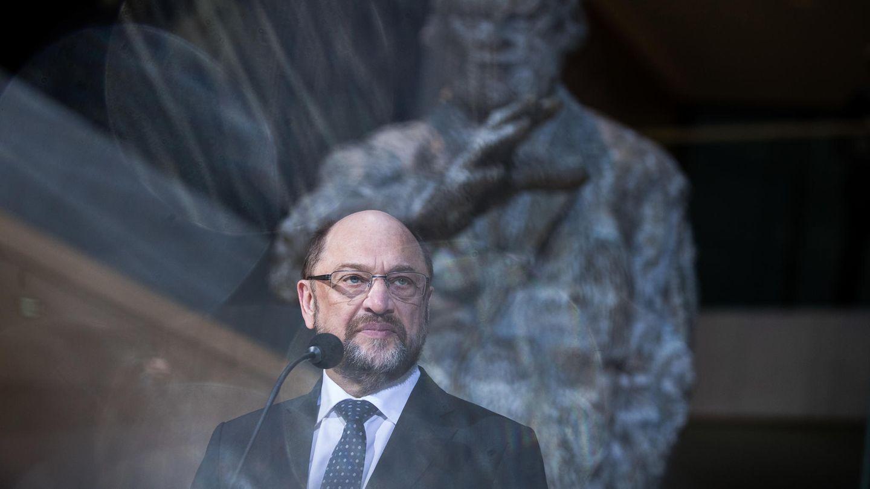 Mit skeptischem Blick steht Martin Schulz vor einem Mikrofon in der SPD-Parteizentrale in Berlin
