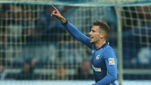 Leon Goretzka jubelt im Trikot des FC Schalke 04