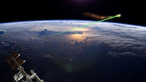 Simulation eines bodengestützten Weltraumlasers.