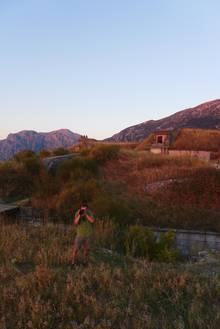 Der Fotografauf dem Turmfort Gorazda in Montenegro, dort wo sie ihr Nachtlager aufgeschlagen hatten.
