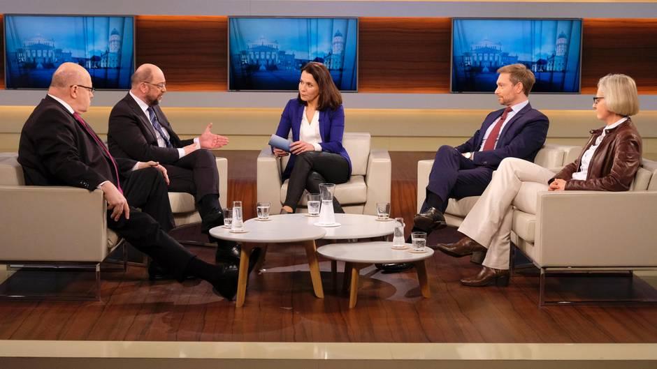 """""""Neuwahlen sind nicht der richtige Weg"""", sagte Martin Schulz (Zweiter von links) gleich zu Beginn bei """"Anne Will""""."""