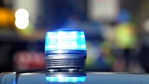 Die Polizei hat in Darmstadt einen Vater erschossen. Der Mann soll seine Familie angegriffen haben.