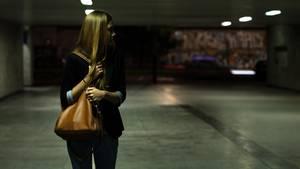 Gefahr: Für viele Menschen, besonders Frauen, ist der Weg nach Hause am Abend eine Tortur.