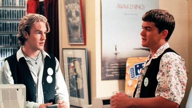 """Die Freunde Dawson und Pacey in einer Szene der Serie """"Dawson's Creek"""""""