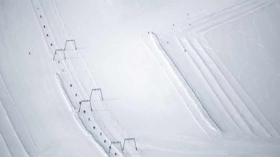 Per Lift geht es für Skifahrer und Snowboarder aufwärts