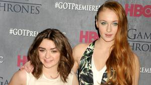 "Bei ""Game of Thrones"" sind sie Schwestern: Maisie Williams und Sophie Turner"
