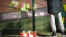 Vor der Käthe-Kollwitz-Gesamtschule in Lünen wird dem Opfer gedacht
