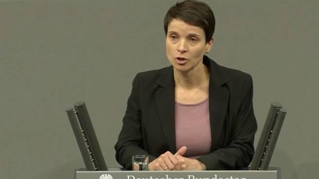 Rede im Bundestag: Frauke Petry über die Änderung des Aufenthaltgesetzes im Bundestag