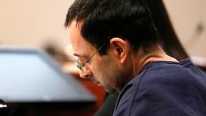 Der ehemalige Arzt der US-Turnerinnen,Larry Nassar, ist wegen massenhaften sexuellen Missbrauchs verurteilt