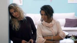 """Der """"Bachelor"""" auf RTL: Kristina (l.) hat schlechte Laune und stellt die anderen Ladys zur Rede."""