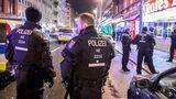 Eine Razzia der Polizei im Frankfurter Bahnhofsviertel