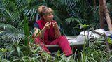 Körperpflege im Dschungelcamp: Sandra benutzt Zahnseide