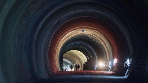 Bauarbeiter imTunnel bei Bad Cannstatt, der im Rahmen des Bahnprojekts Stuttgart 21 errichtet wird.
