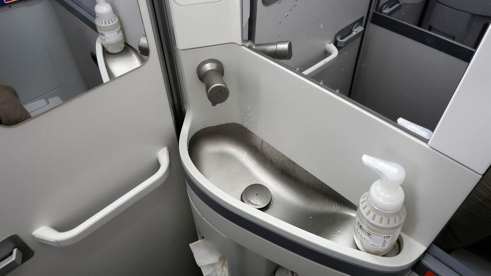 Handwaschbecken in einer Boeing 737 Max