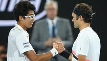 Australian Open: Chung Hyeon musste nach klaren Rückstand im zweiten Satz gegen Roger Federer verletzt aufgeben