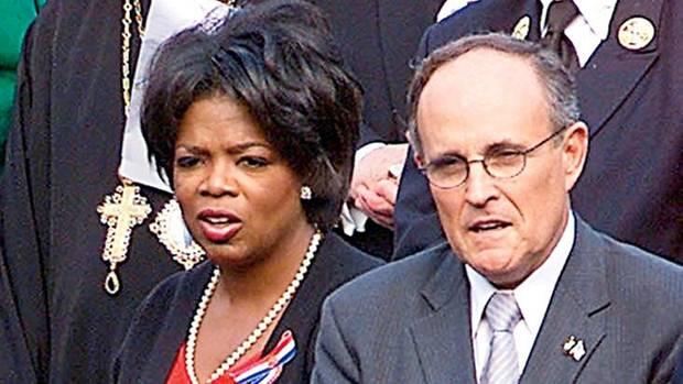 Oprah Winfrey mit New Yorks Bürgermeister Rudolph Giuliani nach dem Terroranschlag 2001