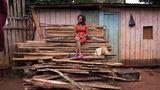 """Roselyn Wanguthi Murithi: """"Seit zwei Jahren habe ich einen Freund. Wir waren auch schon mal über Nacht in einem Hotel. Aber richtig viel ist zwischen uns noch nicht passiert.""""    ROLAND BROCKMANN - REAL PEOPLE OF EAST AFRICA Text und Fotografie von Roland Brockmann.  18,00 Euro"""