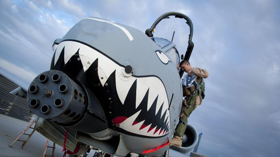 Die Hauptwaffe ist eine Gatling-Maschinenkanone vom Kaliber 30 Millimeter.