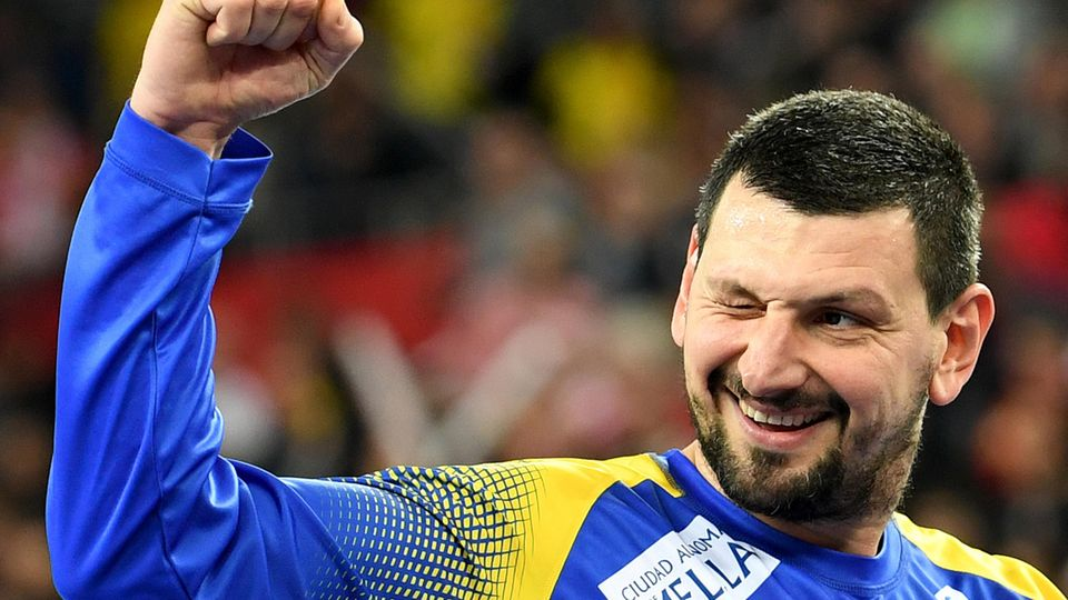 Spaniens Torhüter Arpad Sterbik jubelt nach Spielende.