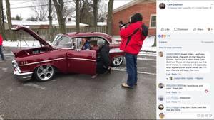 Fred Lamar und sein Enkel im Chevy Bel Air