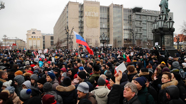 Demonstranten protestieren in Moskau gegen die Putin-Regeierung und fordern ihre Mitbürger zum Wahl-Boykott auf