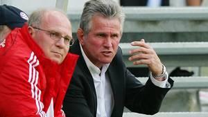 Uli Hoeneß und Jupp Heynckes nebeneinander auf der Bank des FC Bayern