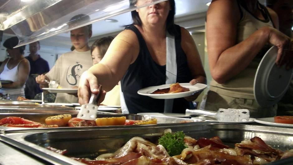Hatte sich der Pauschalurlauber den Durchfallkeim beim Essen eingefangen? Buffet in einem Pauschalhotel auf Mallorca(Symbolbild).