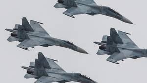 Russland: SU-27 Kampfflugzeuge in einer Kunstformation