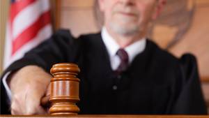 Ein Richter im Gerichtssaal (Symbolbild)