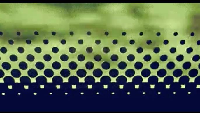 Die untere Kante eines Busfensters mit ihrem Punktemuster.