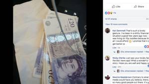 Ein Haufen Geldscheine liegt auf einer Serviette