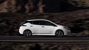 Auch von der Seite wirkt der Nissan Leaf deutlich dynamischer