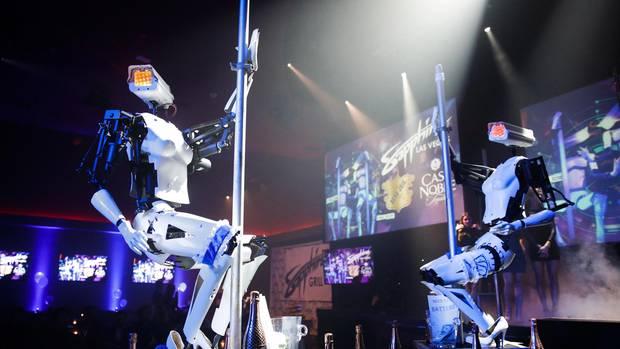 Die beiden Pole-Dancer waren im Januar auf der Consumer Electronics Show in Las Vegas zu sehen