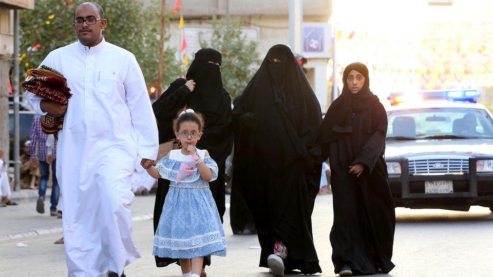 Vater, Bruder, Ehemann: Jede Frau in Saudi-Arabien braucht die Erlaubnis eines männlichen Vormunds, um das Haus zu verlassen